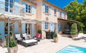 Luxury Villa in Golf Club near St Tropez. Three bedrooms, sleeps 6 (STPZ152PV)