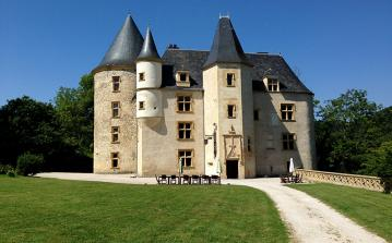 Stunning Chateau built in the 16th Century, located just outside of Toulouse. Offers everything one needs in a beautiful environment. Sleeps 14.  (TOUL102)