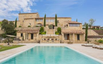 Luxurious, beautifully-restored Villa near ancient town of Vézénobres. Sleeps 19, 10 bedrooms (VEZ101OL)